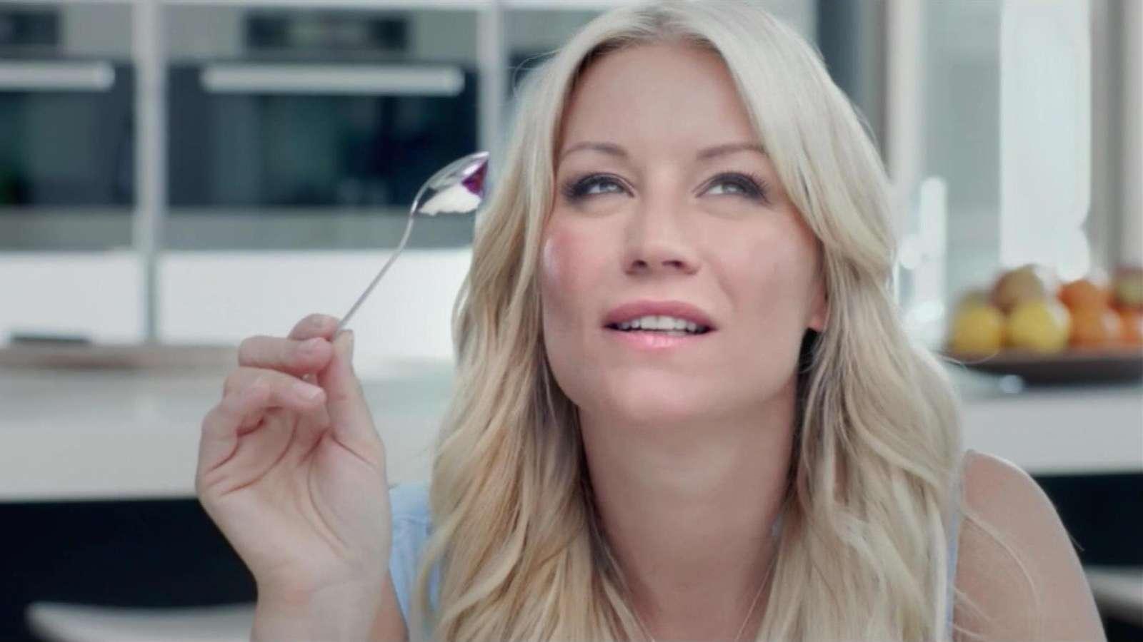 14 absolut sinnlose Dinge, die Frauen in der Werbung tun