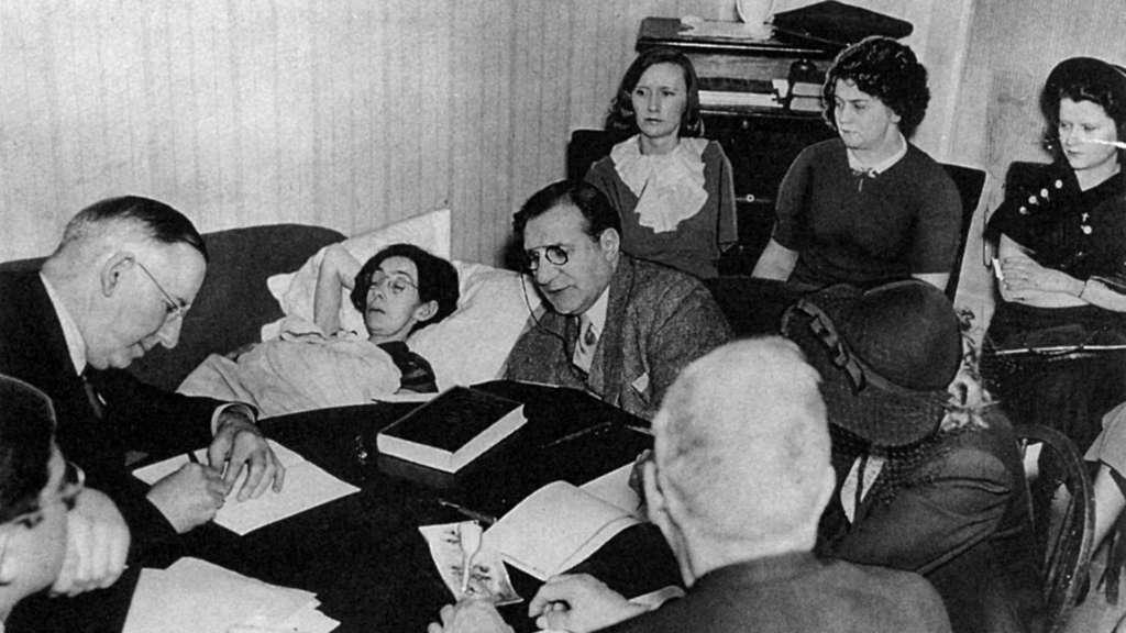 Anhörung am Krankenbett bei Catherine Donohue zu Hause
