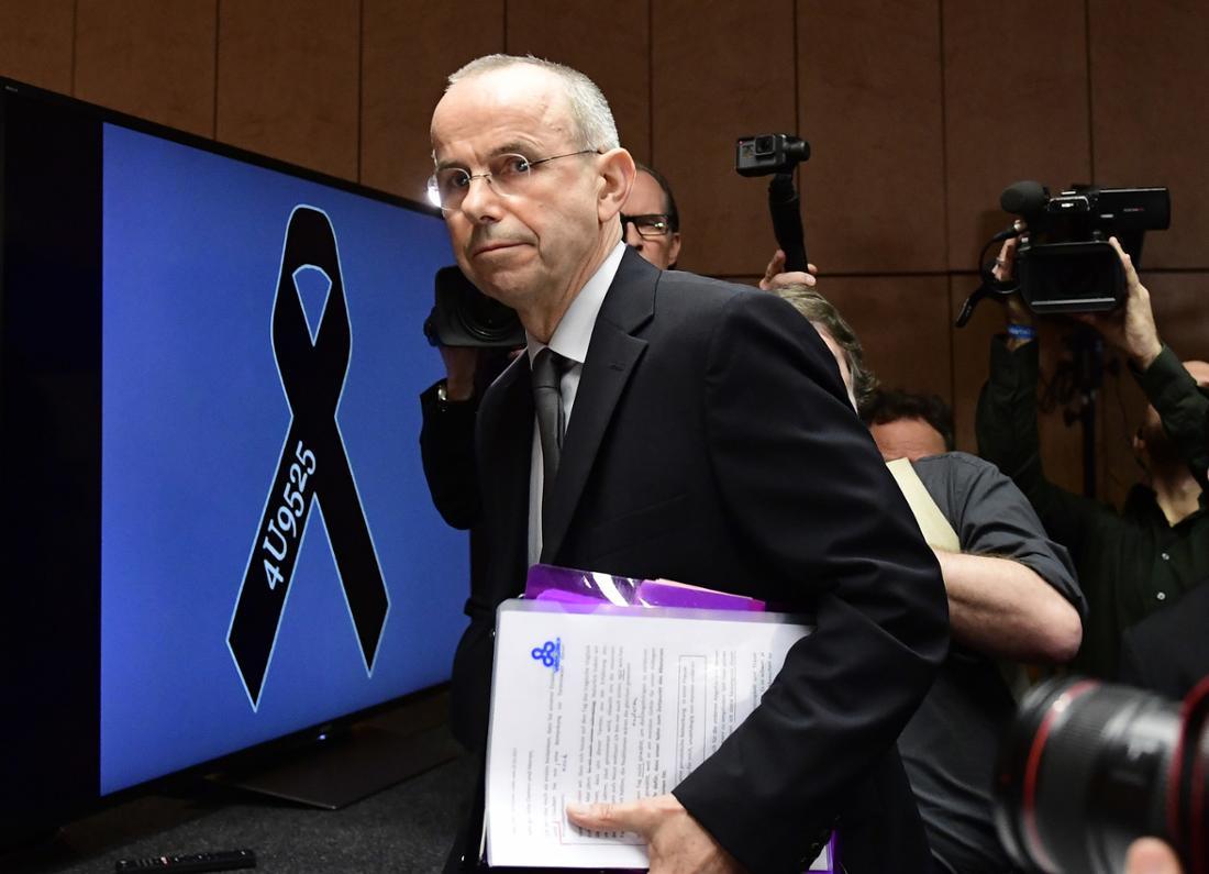 Günter Lubitz, der Vater von Andreas Lubitz, bei seiner Pressekonferenz im März. Er will, dass sich die Behörden korrigieren.
