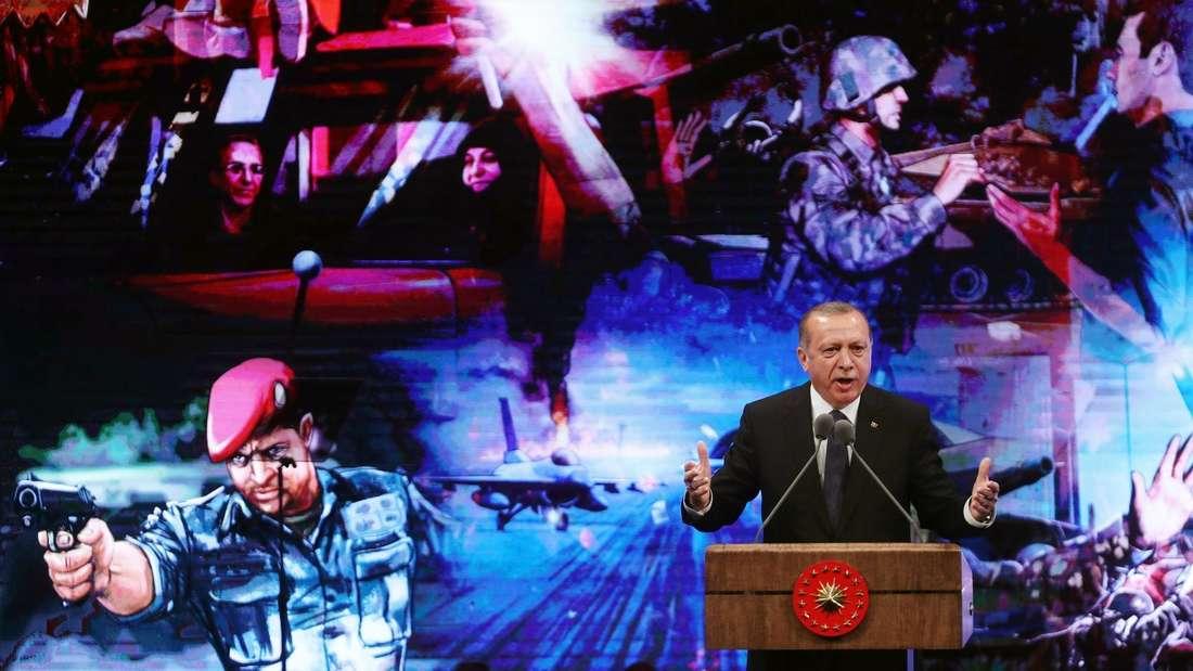 Der türlkische Präsident Erdogan bei einer Rede zum Jahrestag des niedergeschlagenen Putschs am 13. Juli 2017.