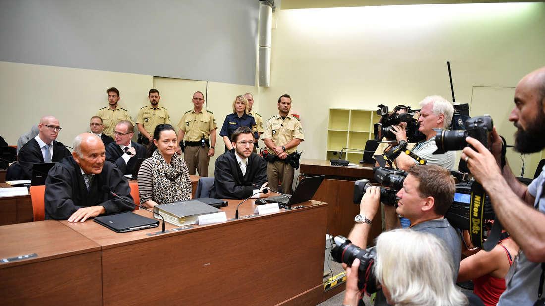 Der NSU-Prozess mit Beate Zschäpe läuft vor dem Oberlandesgericht München seit vier Jahren. Möglicherweise entscheidende Zeugen wurden offenbar dennoch nicht gehört.