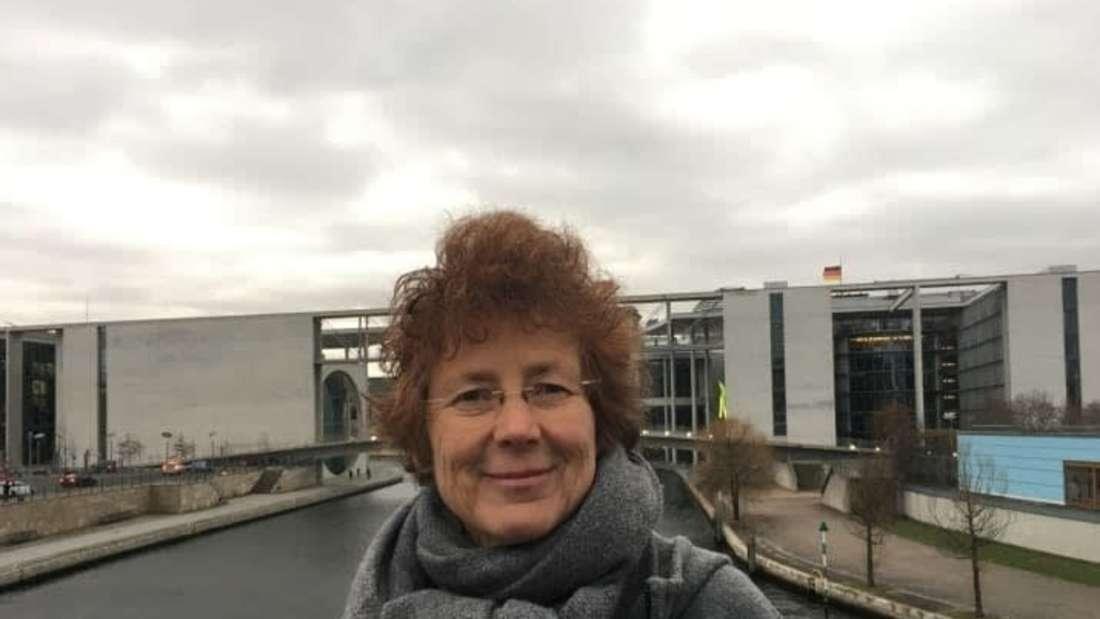 Kristina Hänel vor dem Bundestag.