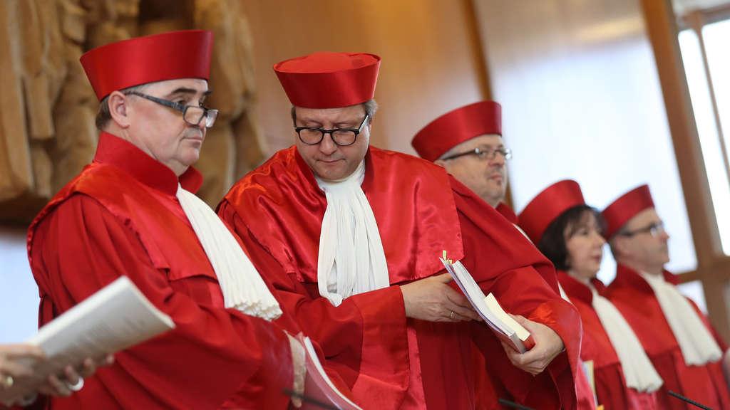 """Es muss eine """"positive Option"""" im Pass geben, entschieden die Richter 2017 in Karlsruhe, da die geschlechtliche Identität ein wichtiger Aspekt der eigenen Persönlichkeit ist."""
