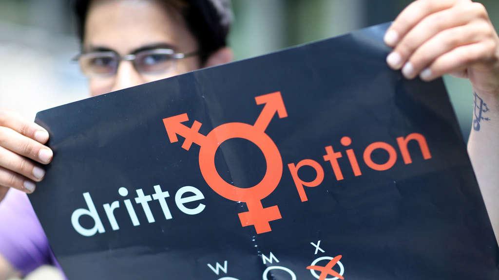 Vanja ist intersexuell, weder Mann noch Frau und klagte sich bis vor das Bundesverfassungsgericht.