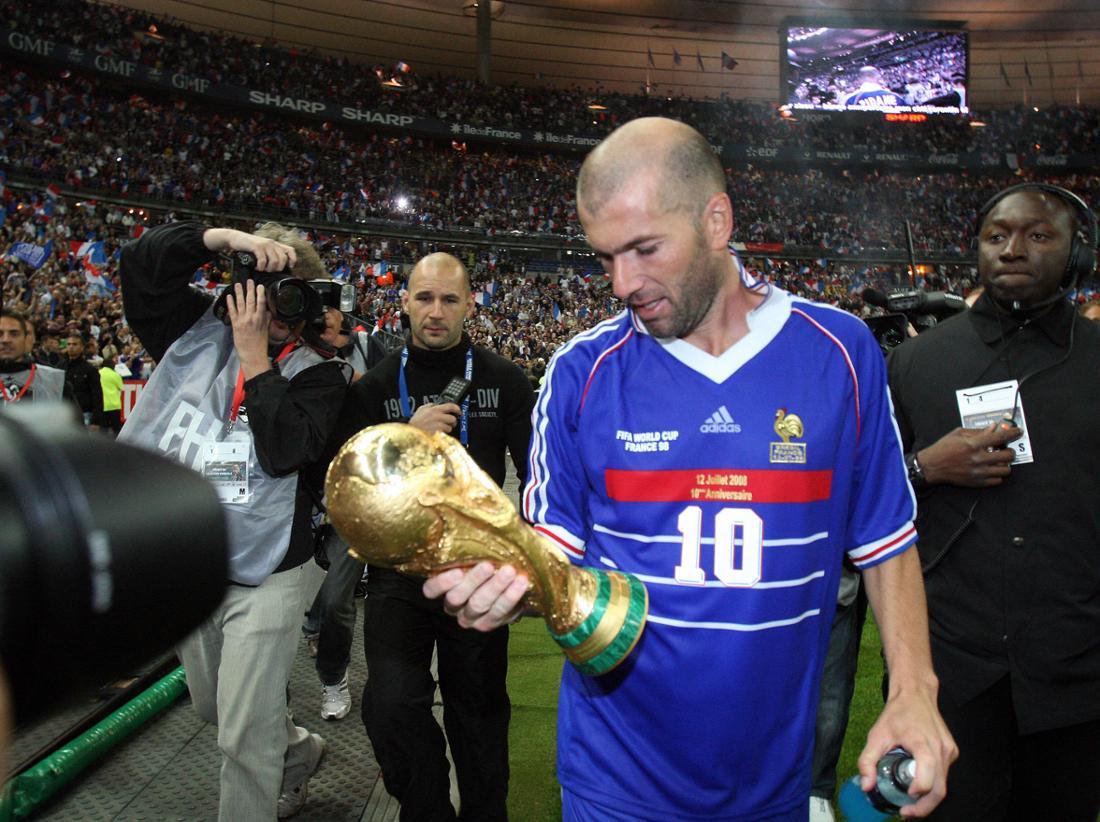 Zinedine Zidane mit dem WM-Pokal 1998, er soll über Doping-Praktiken gesprochen haben.