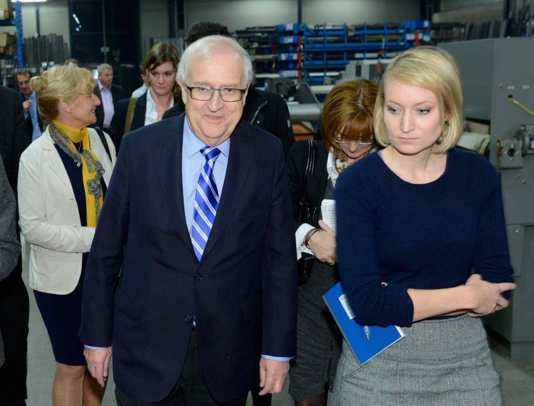 """Der damalige Vorsitzende der FDP-Fraktion im Bundestag, Rainer Brüderle, zusammen mit der damaligen """"Stern""""-Redakteurin Laura Himmelreich."""