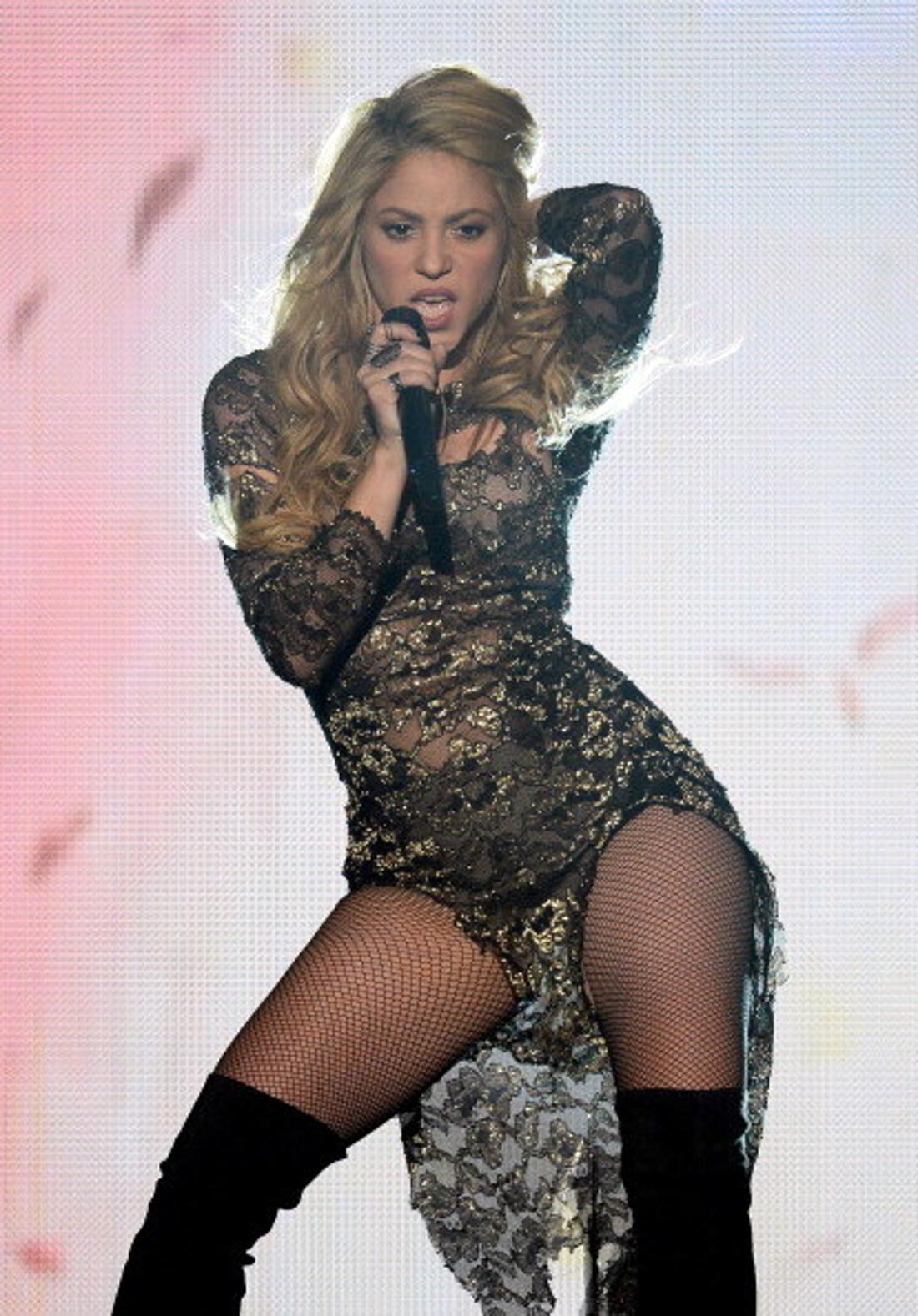 Aleoides shakirae bewirkt, dass sein Wirt (normalerweise eine Schmetterlingsraupe) sein Abdomen krümmt und verdreht. Wissenschaftler haben sich entschieden, ihn nach Shakira und ihren Hüften zu benennen, die nicht lügen können.