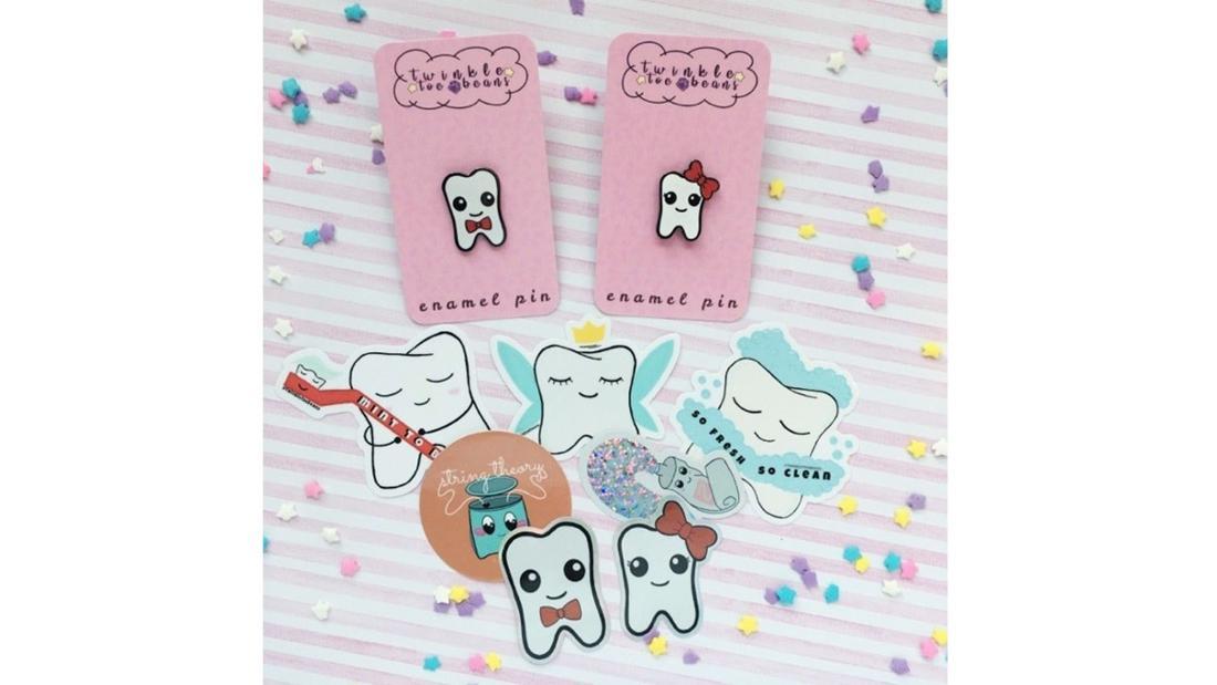 Eine Sammlung von Zahnstickern, und Zahn-Ansteckern