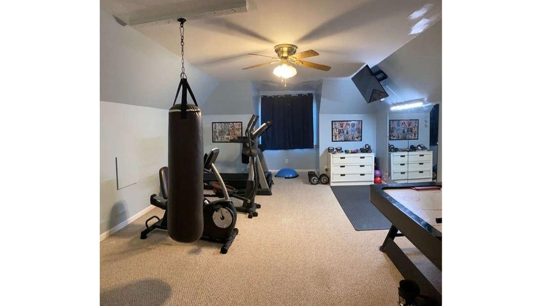 Ein weiteres Foto des Extrazimmers, was zu einem Fitnesscenter umfunktioniert wurde