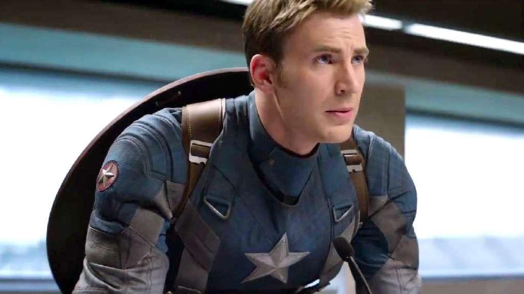 """""""John Krasinski hätte fast Captain America gespielt, lehnte die Rolle aber ab, nachdem er den Anzug anprobiert hatte.""""—brieg2804"""
