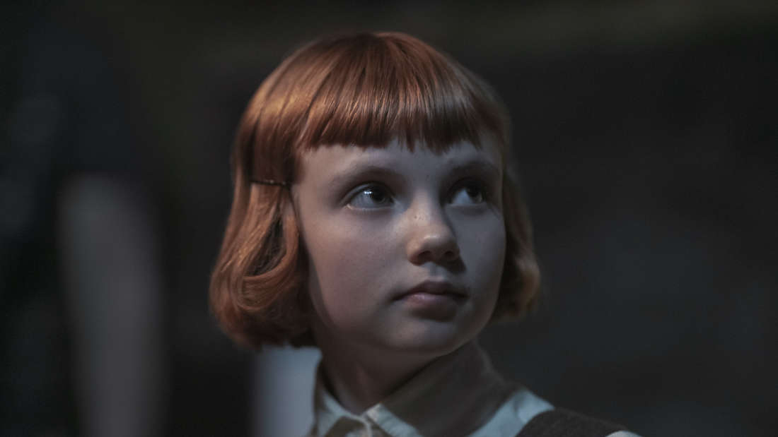 ISLA JOHNSTON as BETH (ORPHANAGE) in episode 101 of THE QUEEN'S GAMBIT.
