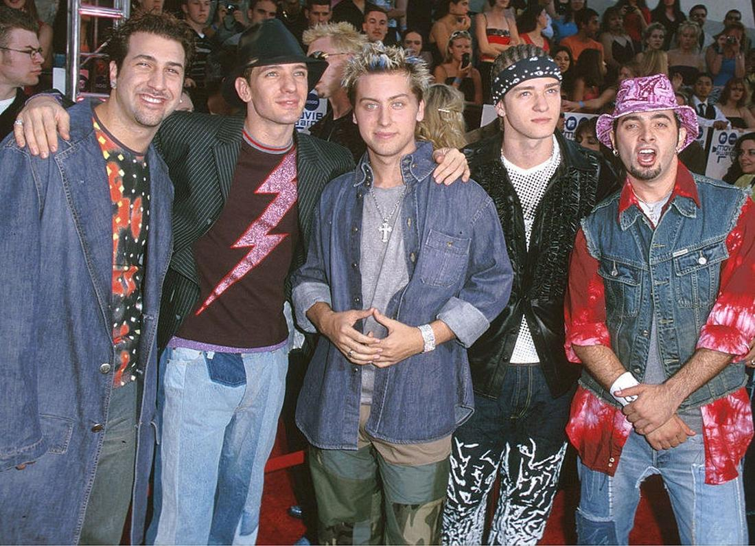 NSYNC at an awards show wearing a whole mess of clothing