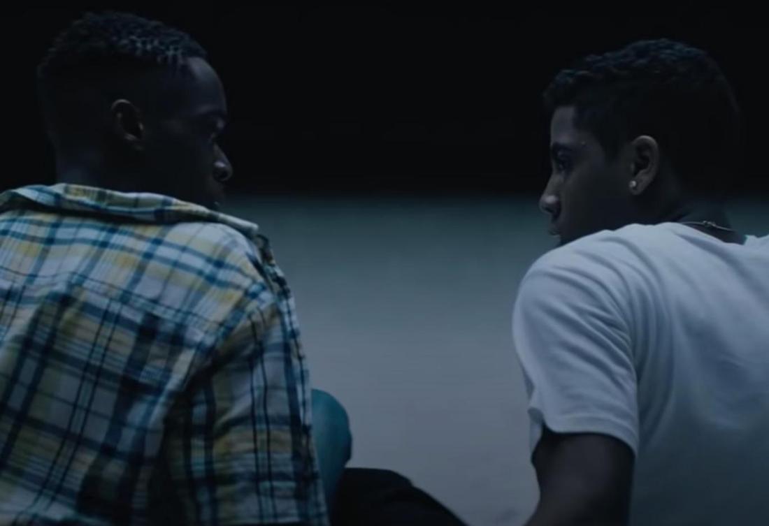 """Der Screenshot zeigt die beiden Hauptcharaktere aus dem oscarprämierten Film """"Moonlight""""."""