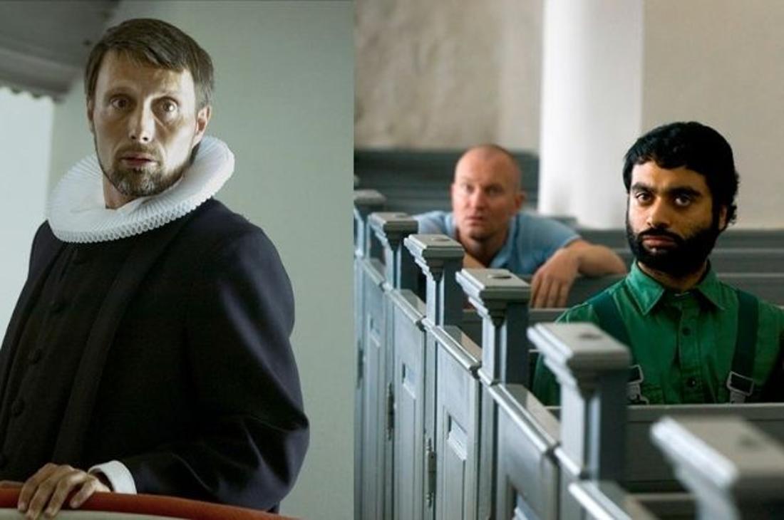 Mads Mikkelsen als Priester Ivan und seine Schäfchen Adam und Khalid in der Kirche.