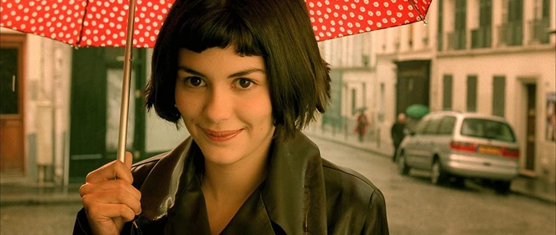 """Protagonistin Amélie Poulain im Film """"Die fabelhafte Welt der Amélie""""."""