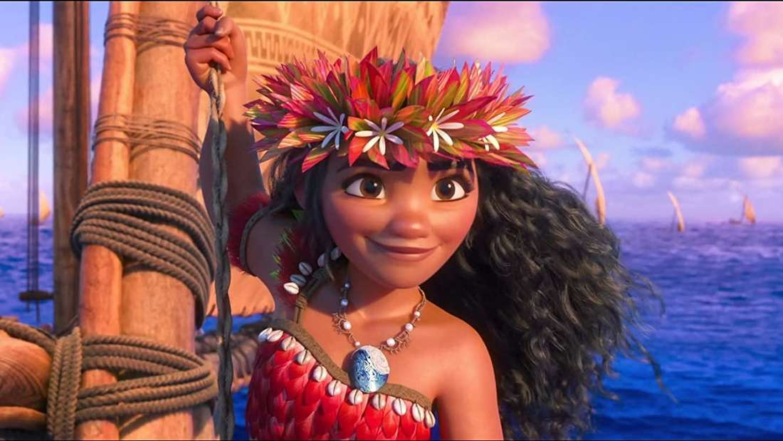 Vaiana - aus dem gleichnamigen Disney-Film - segelt auf dem Meer.