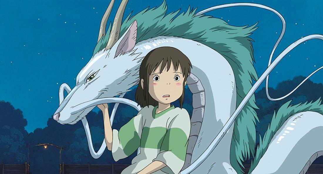 """Chihiro zusammen mit Haku in seiner Drachenform im Film """"Chihiros Reise ins Zauberland""""."""
