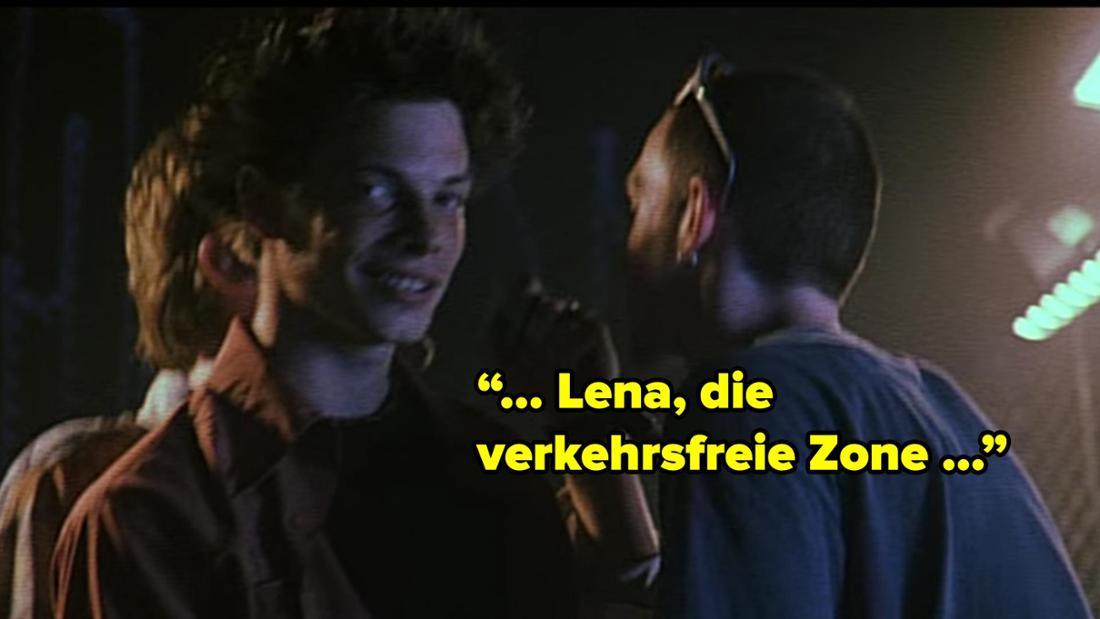 """Drei Typen aus der Band singen: """"... Lena, die verkehrsfreie Zone ..."""""""
