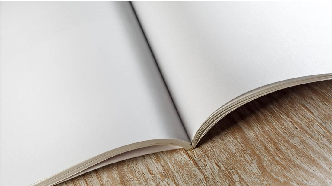 Ein offenes Buch, dessen Seiten leer sind