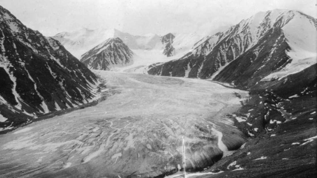 Der üppige Okpilak-Gletscher in der Brookskette, ca. 1907