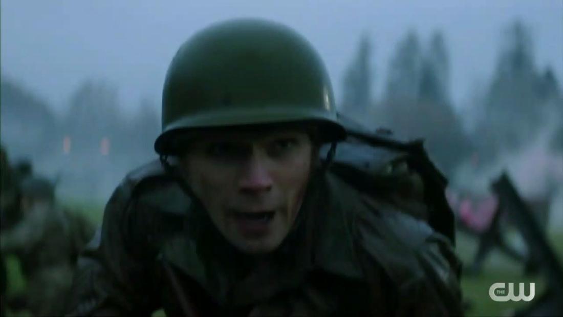 Archie Andrews als Soldat in einem Kostüm, das aus dem ersten Weltkrieg zu stammen scheint.