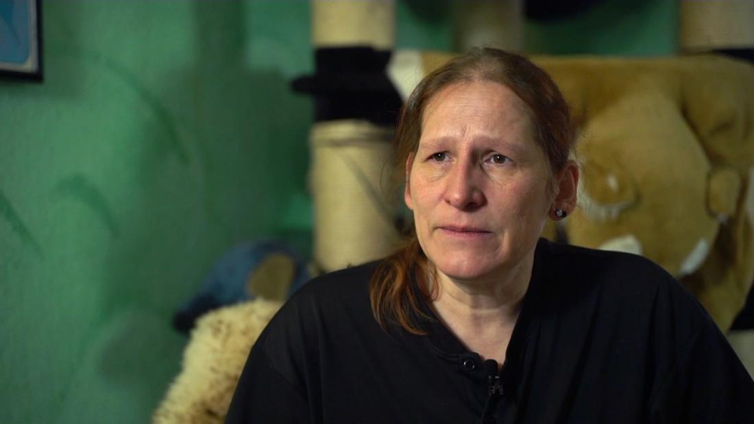 Keine Masken, kein Desinfektionsmittel, keine Abstände: Susanne T. hat sich auf der Arbeit nicht sicher gefühlt. Bis die Behörden kamen, dauerte es Monate.