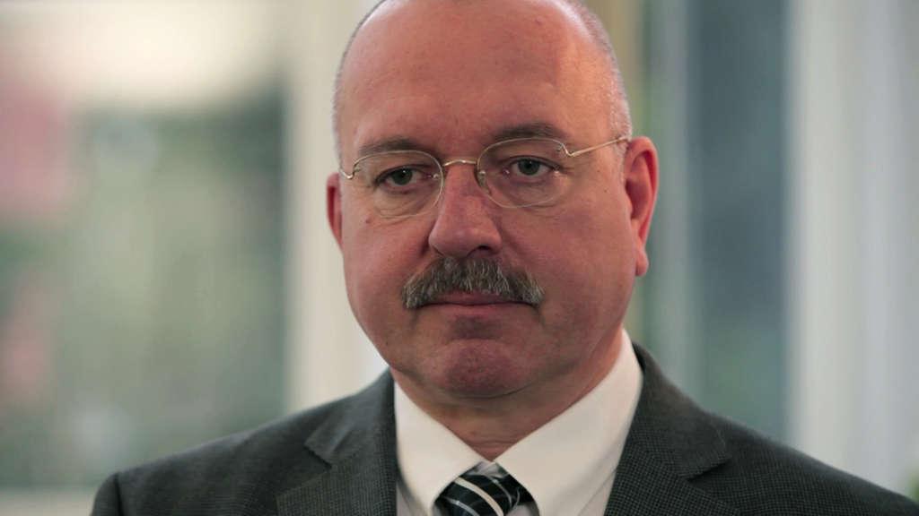LAGetSi-Direktor Robert Rath will sich zu laufenden Verfahren nicht äußern. Die DB-Mitarbeiter:innen warten weiter auf eine Rückmeldung von ihm und seiner Behörde.