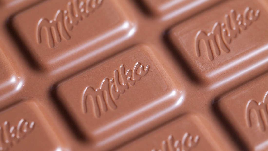Eine Tafel Milka Schokolade.