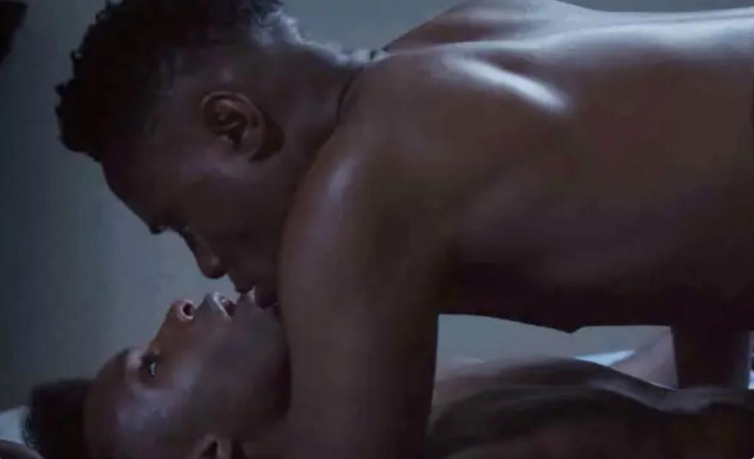 Ein Paar beim Sex in der Missionarsstellung