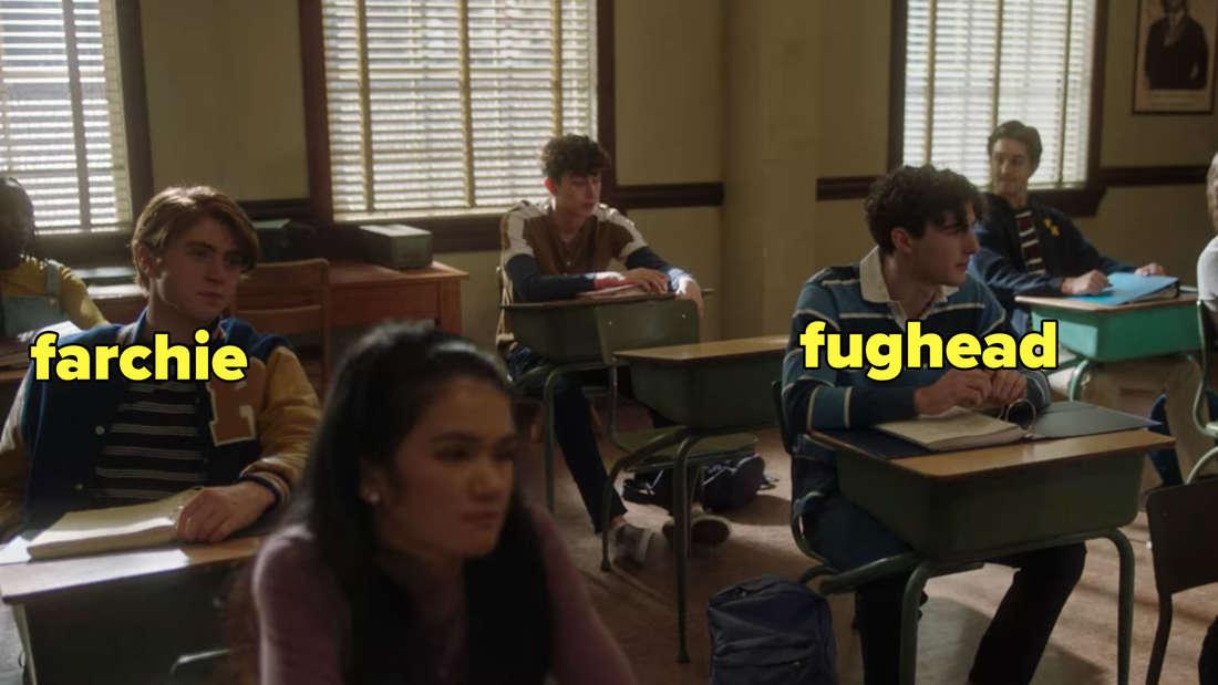Zwei Schüler, die aussehen wie ein junger Archie und sein Kumpel Jughead.