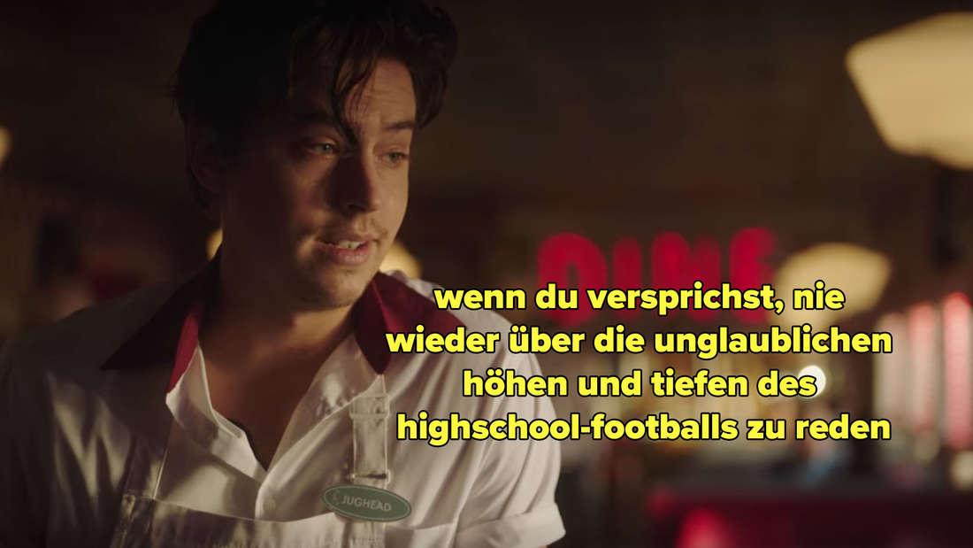 Jughead bittet Archie, nie wieder von den unglaublichen Höhen und Tiefen des Highschool-Footballs zu reden.