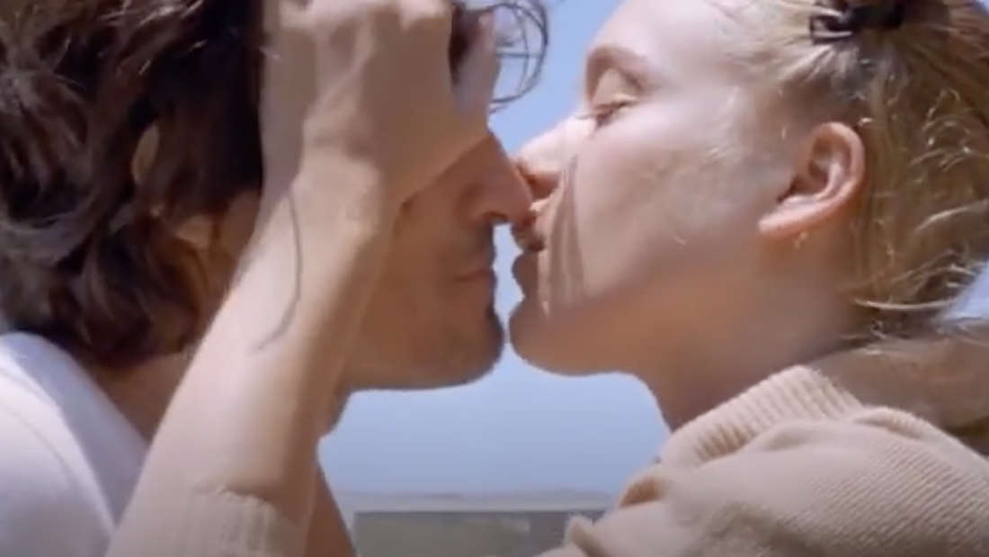 Chloë Sevignyund ihr Co-Star Vincent Gallo, die sich fast küssen