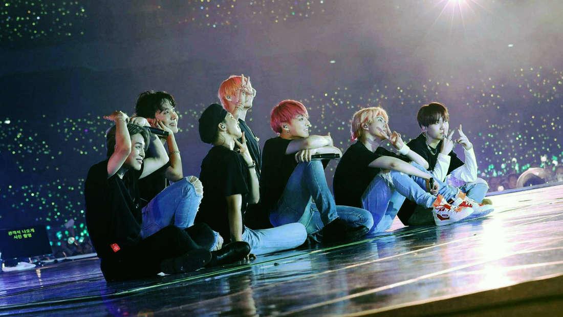 Die K-Pop Gruppe BTS bei einem ihrer Konzerte.