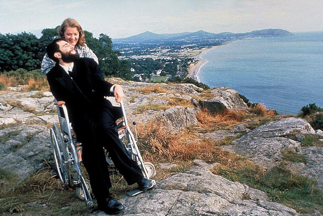 """Daniel Day Lewis sitzt in """"Mein linker Fuß"""" im Rollstuhl"""