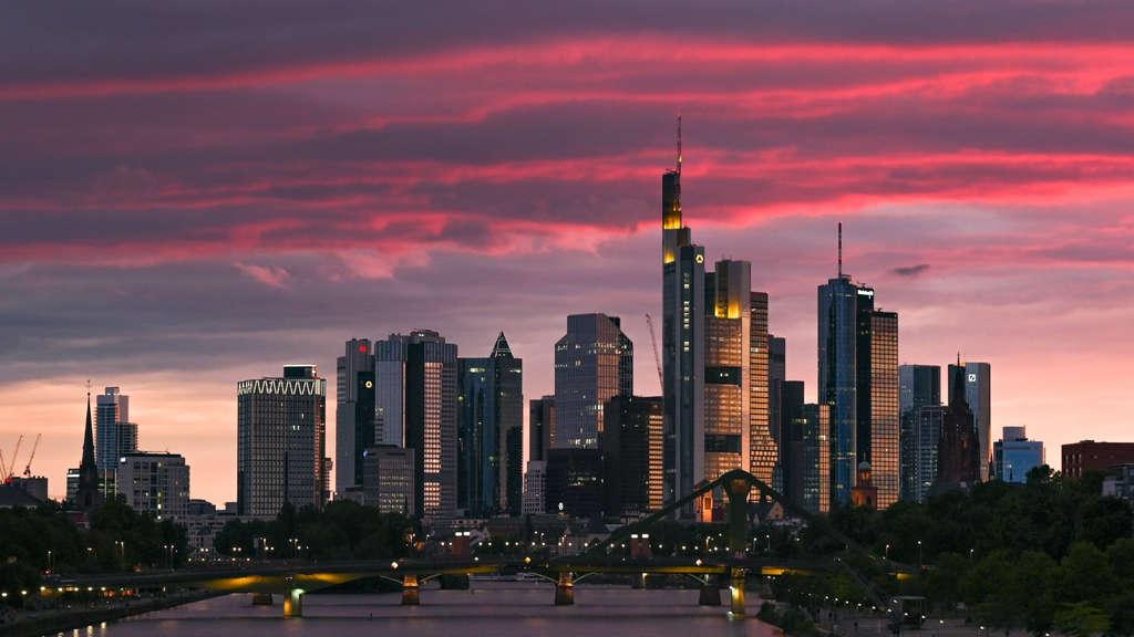Die Bundesregierung hat keinen Überblick darüber, ob deutsche Banken beim Verdacht auf Geldwäsche rechtzeitig die Behörden informieren.