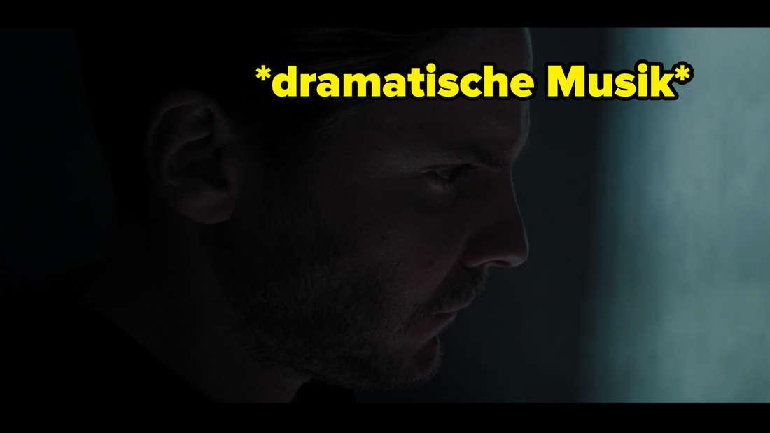 """Helmut Zemo in The Falcon and The Winter Soldier. Auf dem Bild steht """"dramatische Musik""""."""
