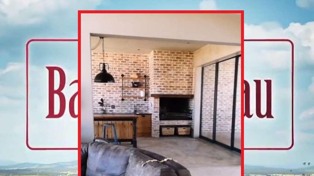 """In einer Villa in der Nähe von Swakopmund verbringen Gerald und Anna aus """"Bauer sucht Frau"""" ein paar schöne Tage mit der Familie (Fotomontage)."""