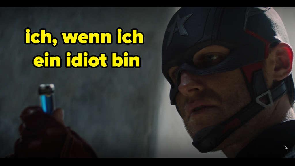 """John Walker, der in Marvels """"The Falcon and The Winter Soldier"""" eine Phiole des Super-Soldaten-Serums hochhält. Auf dem Bild steht """"ich, wenn ich ein idiot bin"""""""