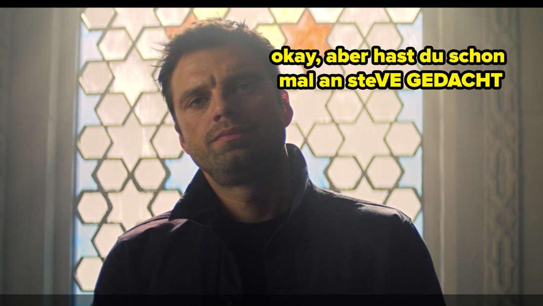 """Bucky Barnes schlägt Zemo in Marvels """"The Falcon and The Winter Soldier"""" vor, bei seinen Überlegungen auch an Steve Rogers zu denken und sieht dabei sehr genervt aus. Auf dem Bild steht """"Okay, aber hast du schon mal an steVE GEDACHT""""."""