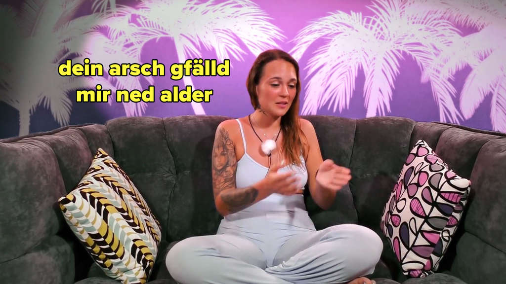 Celina sagt, dass ihr Melodys Arsch nicht gefalle.