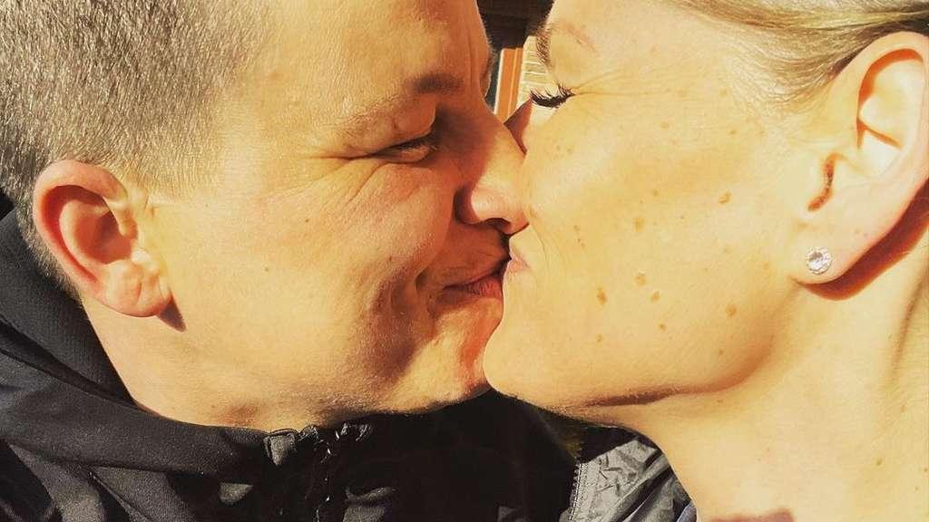 Schlagersängerin Kerstin Ott mit ihrer Frau Karolina am 27. Februar 2021 auf Instagram