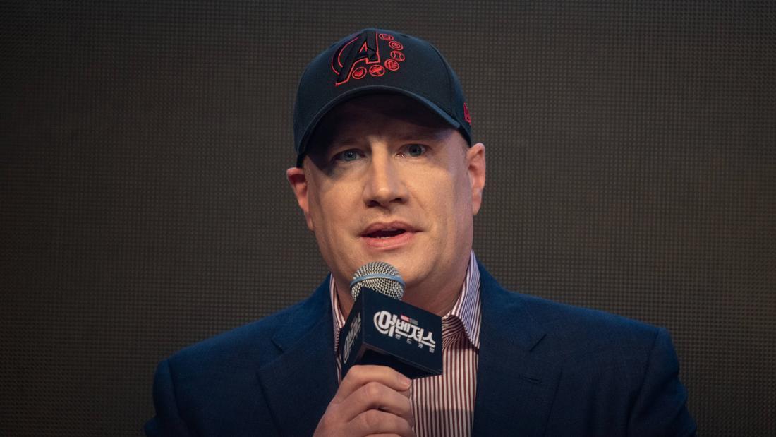 Kevin Feige bei einem Gespräch zu einem Marvel-Film.