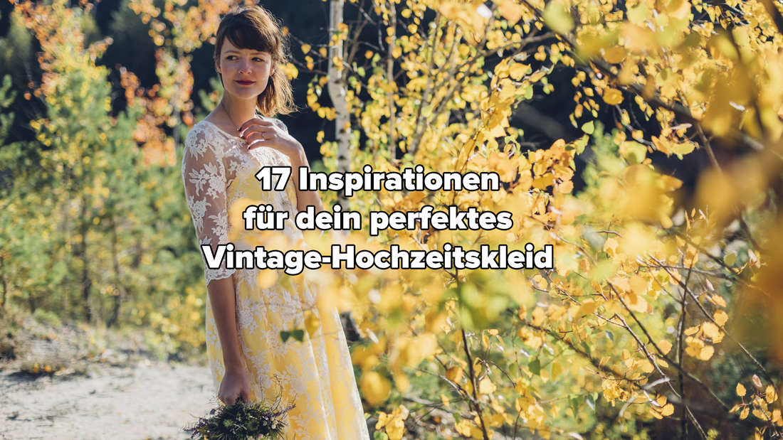 Eine Frau, die mit einem Brautstrauß in einem weiß-gelben Vintage-Hochzeitskleid auf einem Weg steht. Um sie herum wachsen viele gelbe Blumen.