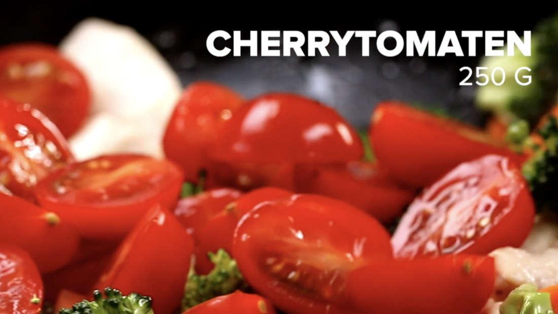 250 g Cherrytomaten werden zum Gericht dazugegeben.