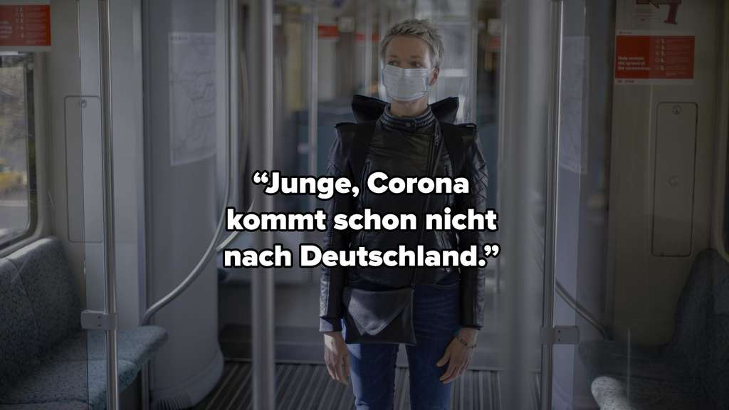 """Eine Frau, die mit Maske in der deutschen Bahn steht. Auf dem Bild steht: """"Junge, Corona kommt schon nicht nach Deutschland."""""""