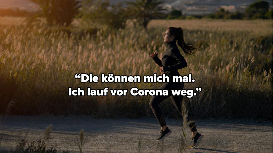 """Eine Frau, die neben einem Feld auf der Straße joggt. Auf dem Bild steht """"Die können mich mal. Ich lauf vor Corona weg."""""""