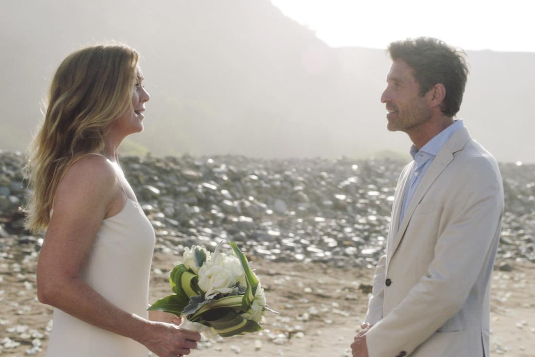 Meredith und Derek im Hochzeitslook am Strand