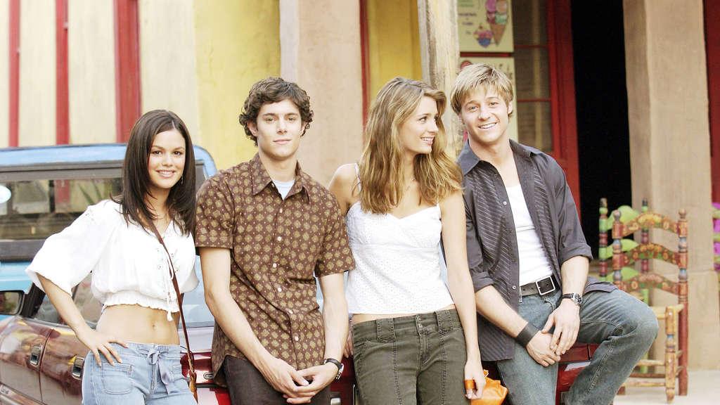Rachel Bilson, Adam Brody, Mischa Barton und Benjamin McKenzie in Staffel 1