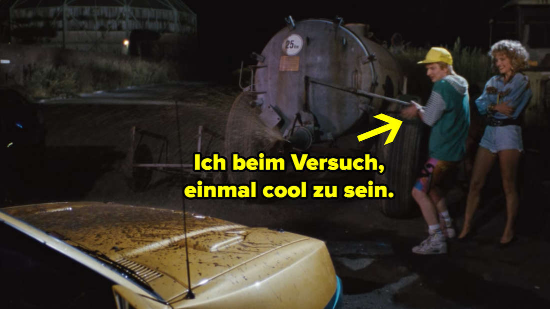 Klausi spritzt aus Versehen Gülle auf einen Manta, beim Versuch sich cool an einen Traktor anzulehnen. Text: Ich beim Versuch, einmal cool zu sein.