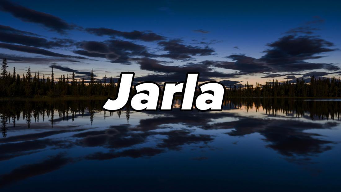 """See und Bäume in dunkler Nacht im Sjaunja Naturreservat, Schweden. Auf dem Bild steht """"Jorick""""."""